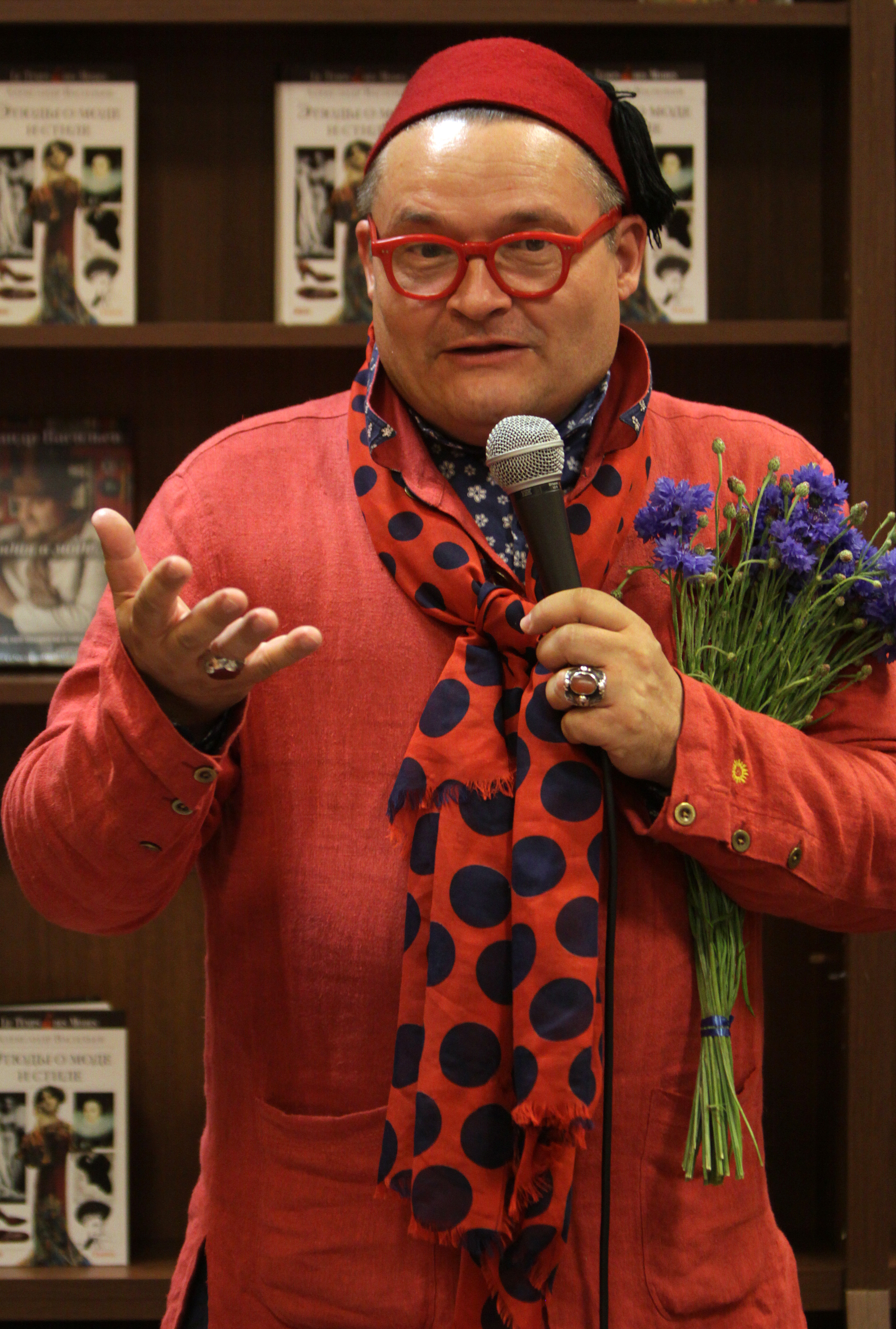 Александр васильев историк моды гей